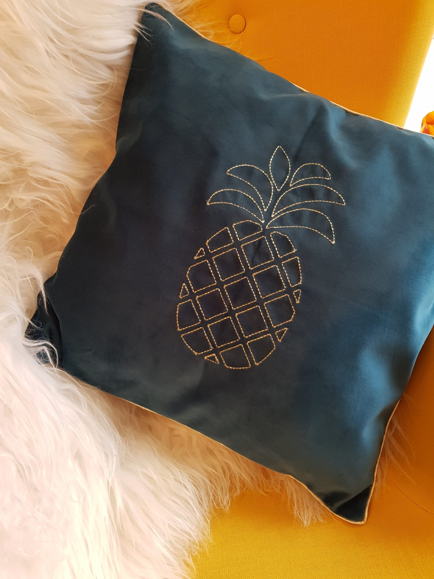 coussin-vert-ananas-or-min
